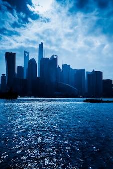 Panorama miejska i nowoczesne budynki