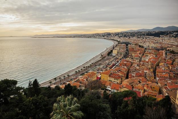 Panorama nicei, lazurowego wybrzeża, riwiery francuskiej, morza śródziemnego, promenady anglików