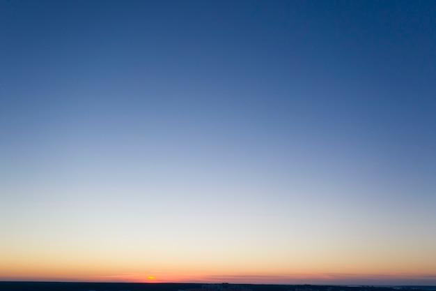 Panorama nieba o świcie