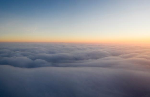 Panorama nieba o zachodzie słońca