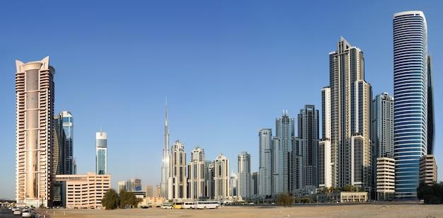 Panorama nowej dzielnicy mieszkaniowej w dubaju