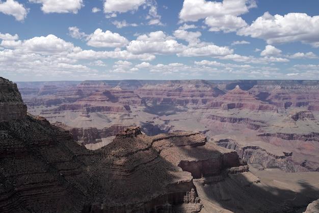 Panorama parku narodowego wielkiego kanionu. scenic widok arizona usa z południowej obręczy. niesamowity obraz panoramiczny.