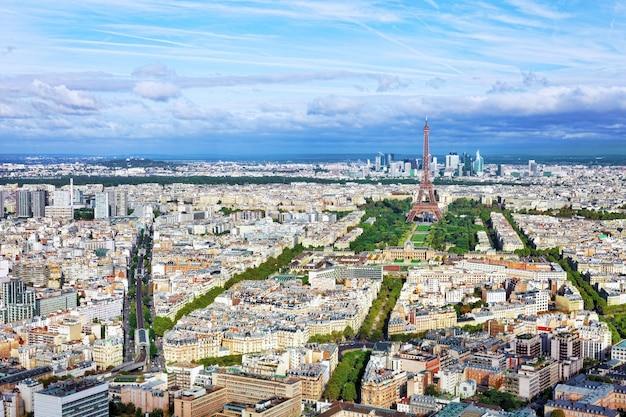 Panorama paryża z wieży montparnasse. francja (dystrykt la defense)