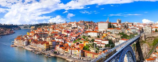 Panorama pięknego porto - widok ze słynnym mostem luis, portugalia