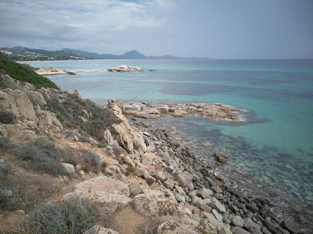 Panorama plaży scoglio di peppino na południu sardynii