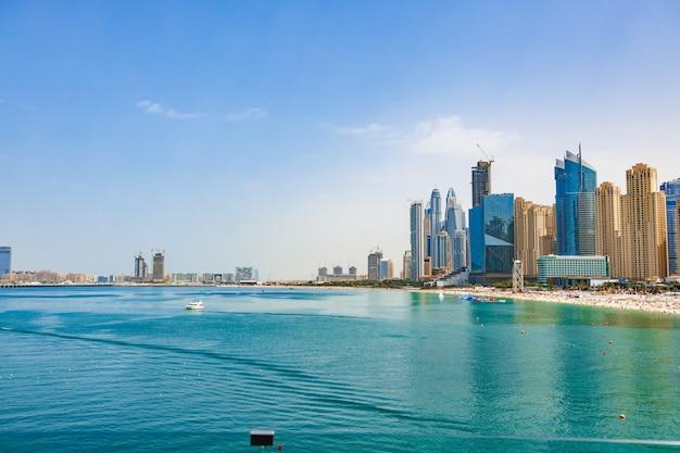 Panorama plaży w jumeirah beach residence dubai