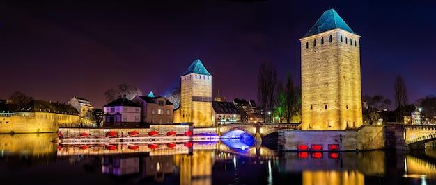 Panorama ponts couverts w dzielnicy petite france w strasburgu