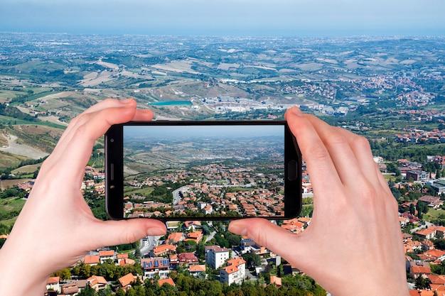 Panorama republiki san marino we włoszech. zdjęcie zrobione telefonem