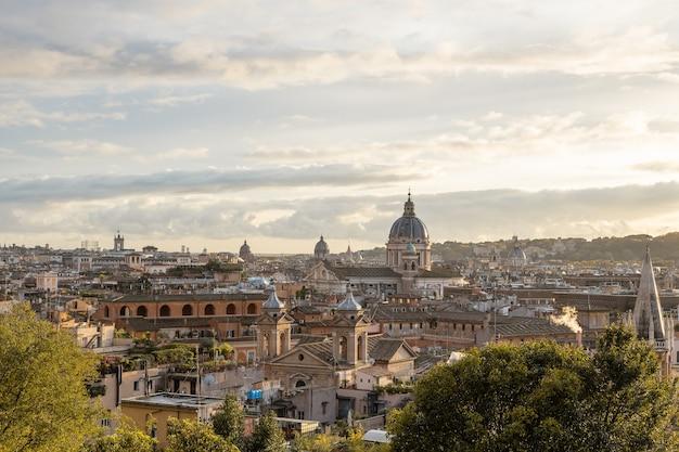 Panorama rzymu z publicznego parku pincian hill villa borghese ogrody włochy