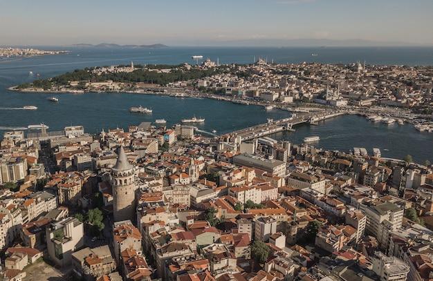 Panorama stambułu, największego miasta w turcji. widok z lotu ptaka