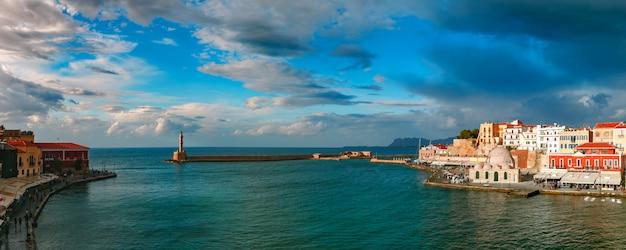 Panorama starego portu, chania, kreta, grecja