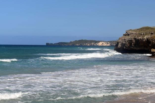 Panorama wybrzeża atlantyku. republika dominikany
