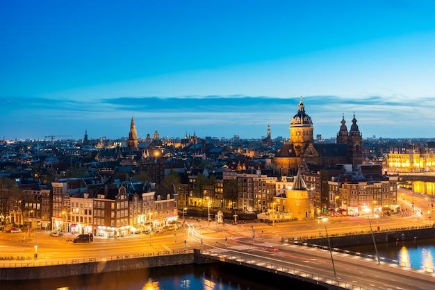 Panoramę amsterdamu w historycznym obszarze neterlands.