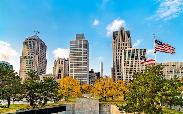 Panoramę centrum detroit z hart plaza michigan, stany zjednoczone