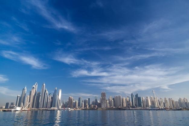 Panoramę dubaju. rezydencje plażowe jbr jumeirah.