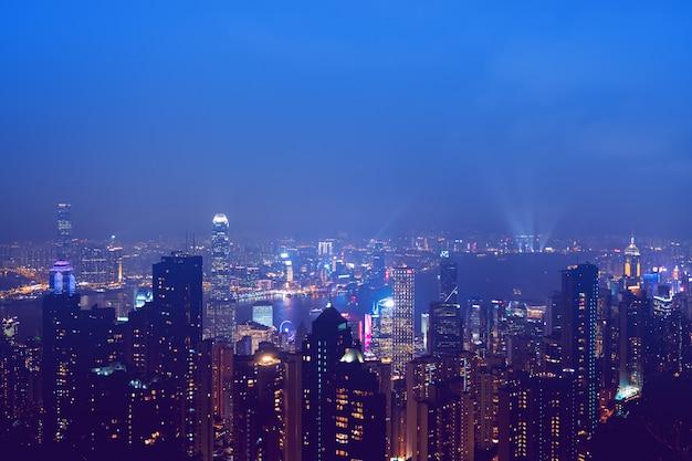 Panoramę hongkongu w nocy.