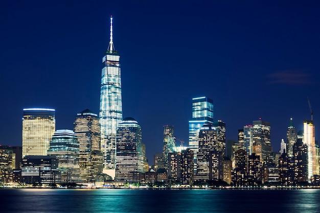 Panoramę manhattanu o zmierzchu, nowy jork, stany zjednoczone