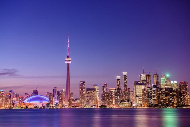 Panoramę miasta toronto w nocy