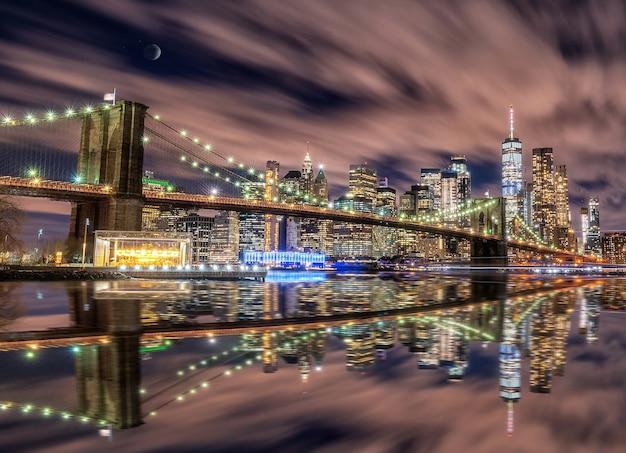 Panoramę nowego jorku z brooklyn bridge