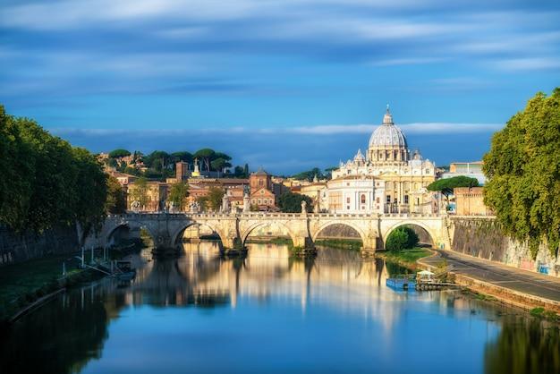 Panoramę rzymu z bazyliką świętego piotra w watykanie