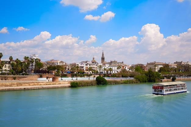 Panoramę sewilli i kanał algonso xiii andaluzja