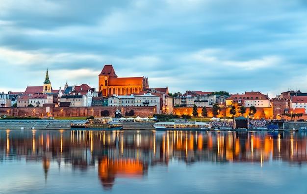 Panoramę starego miasta w toruniu, w polsce