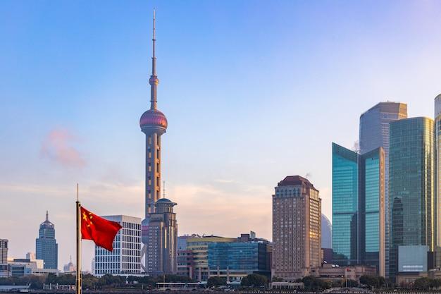 Panoramę szanghaju o wschodzie słońca