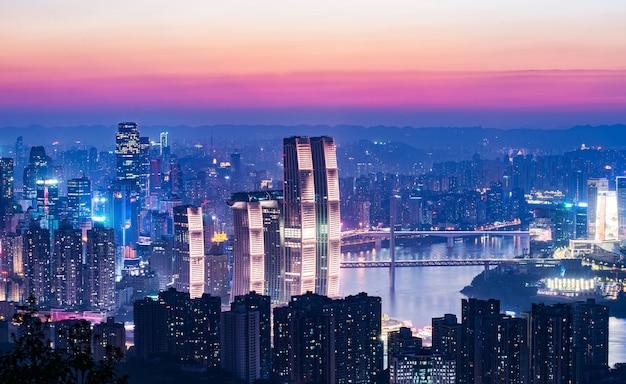 Panoramiczna sceneria miasta, piękny widok nocy chongqing city w chinach