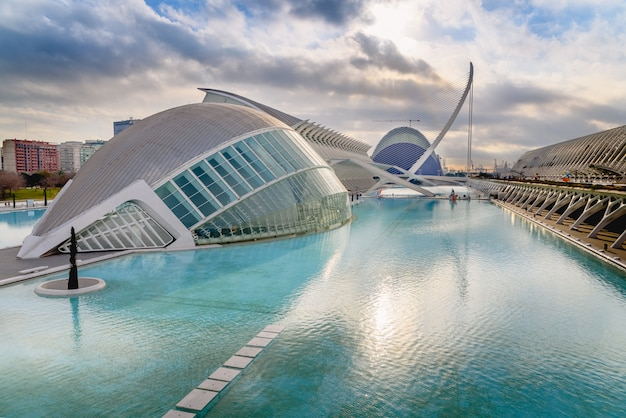 Panoramiczne kino w mieście nauk walencji, hiszpania,