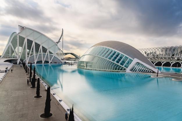 Panoramiczne kino w mieście nauk walencji w hiszpanii