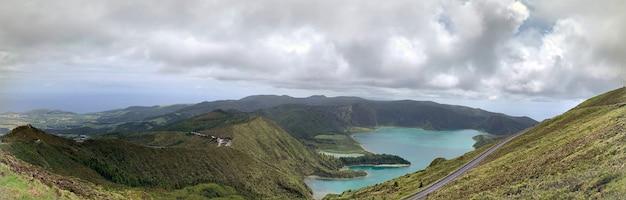 Panoramiczne ujęcie krajobrazu nad lagoa do fogo