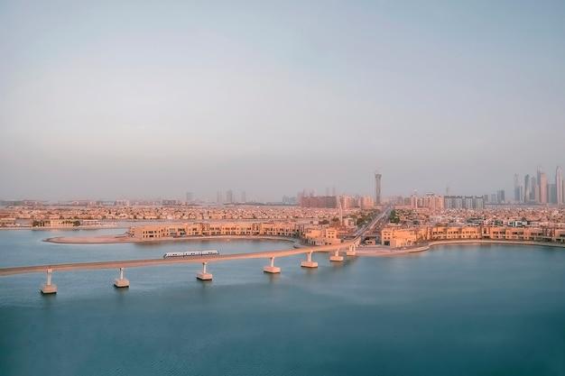 Panoramiczny autentyczny widok z lotu ptaka dubaju