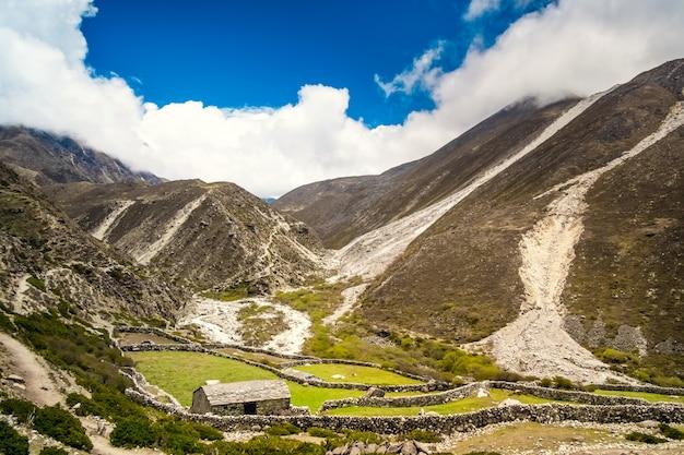 Panoramiczny krajobraz górski