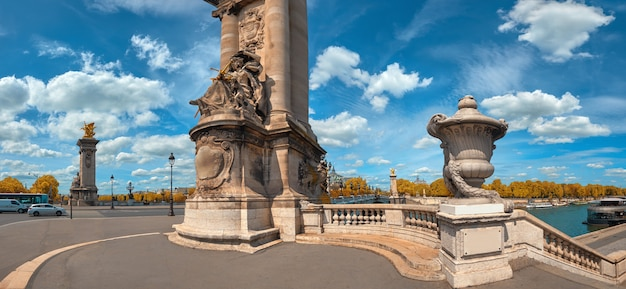 Panoramiczny obraz mostu aleksandra w paryżu