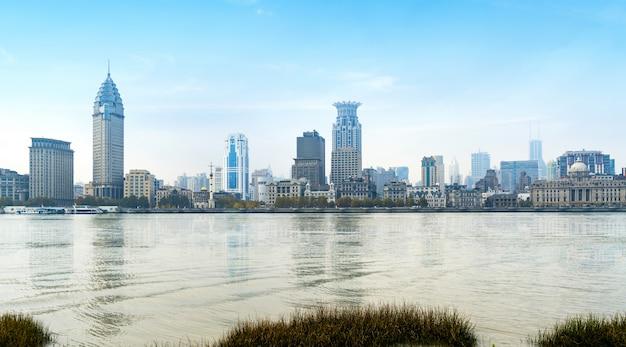 Panoramiczny widok bund miasto w huangpu okręgu, szanghaj