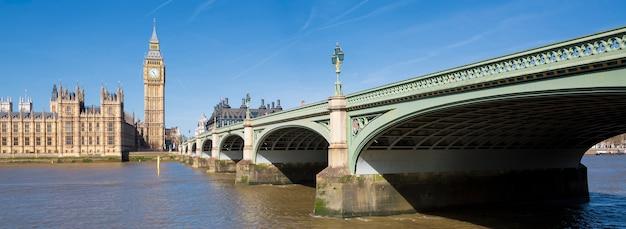 Panoramiczny widok na big bena i houses of parliament, londyn, wielka brytania