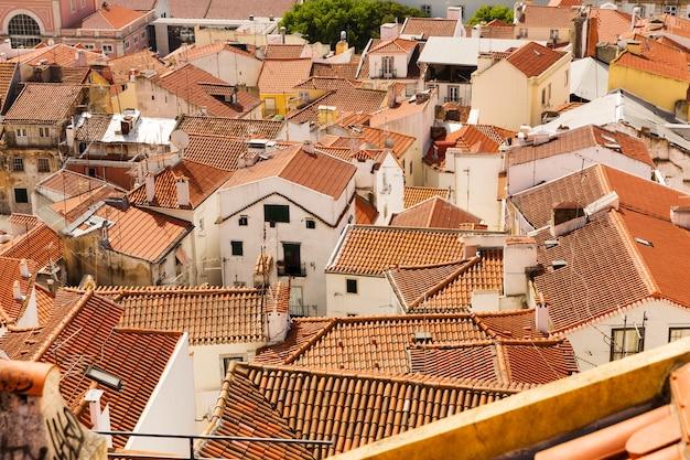 Panoramiczny widok na dachy europejskiego miasta, portugalia