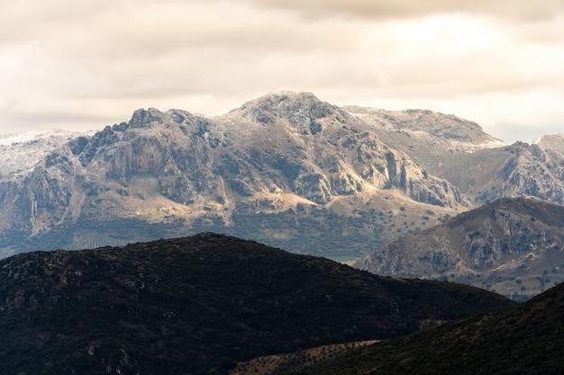 Panoramiczny widok na dolinę