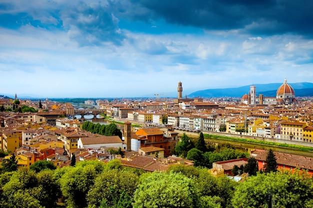 Panoramiczny widok na florencję lub florencję i renesansową katedrę