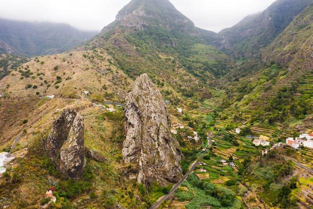 Panoramiczny widok na góry na wyspie la gomera, wyspy kanaryjskie