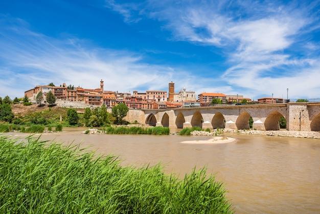Panoramiczny widok na historyczne miasto torsillas w valladolid castilla y leon hiszpania