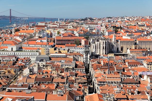 Panoramiczny widok na lizbonę i rzekę tag, portugalia