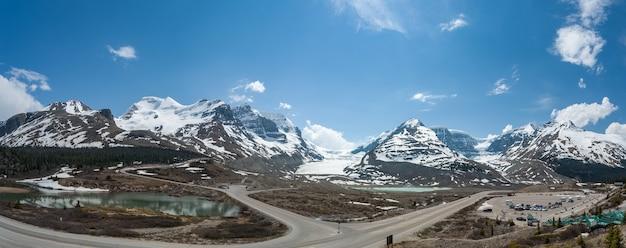 Panoramiczny widok na lodowiec athabasca w kanadzie