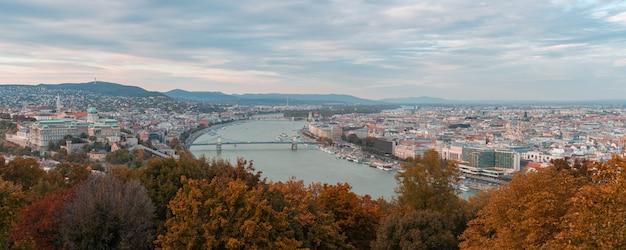 Panoramiczny widok na miasto budapeszt, węgry