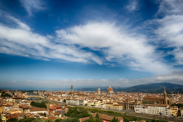 Panoramiczny widok na miasto florencja we włoszech.