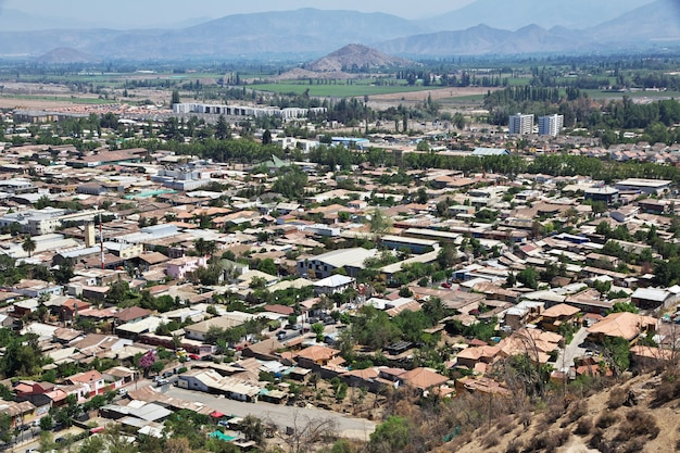 Panoramiczny widok na miasto los andes w chile