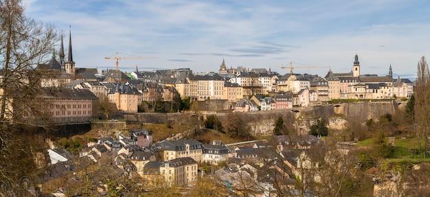 Panoramiczny widok na miasto luksemburg