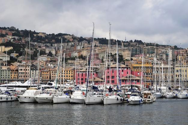 Panoramiczny widok na port genova, włochy
