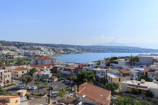 Panoramiczny widok na retimno z miejscowości fotezza