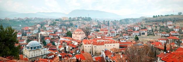 Panoramiczny widok na safranbolu, tureckie miasto słynące z tradycyjnej architektury osmańskiej, karabuk, turcja